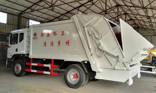 湖北程力东风多利卡d9压缩式垃圾车落户于汉川韩集乡