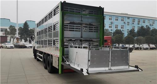 东风天龙前四后八9.6米铝合金畜禽运输车