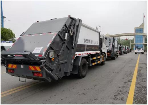 此次交付的車輛準備發往四川成都,為四川成都環衛清潔保障工作保駕護航!